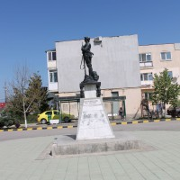1 Decembrie - Monument in cinstea eroilor căzuți în cele două războaie mondiale