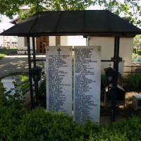 1 Decembrie, comuna - Troiță cu plăci comemorative dedicate eroilor din cele două Războaie mondiale